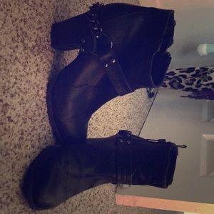 Black ankle rocker boots